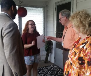 Lacy Hoening talks on her front porch with BGSU Vice President of Student Affairs Thomas Gibson, Bowling Green Mayor Dick Edwards and BGSU President Mary Ellen Mazey.
