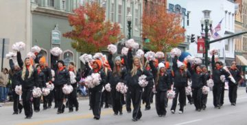 hiliday-parade-aa-bgsu-cheers