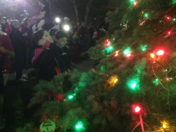 tree-lighting-kids