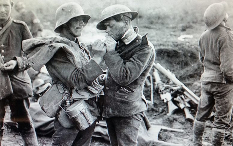 Christmas Truce Of 1914.Christmas Truce Was Moment Of Peace In Brutal Wwi Bg